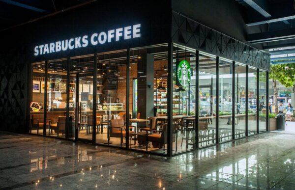 Không gian hiện của thương hiệu cà phê nổi tiếng Starbucks tại Sân bay Tân Sơn Nhất