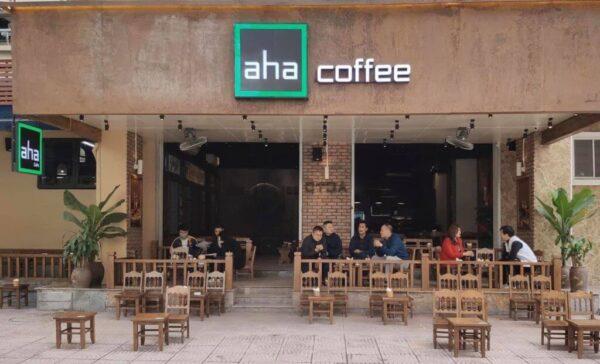 Aha Cafe mang đậm phong cách cà phê đường phố, tạo cảm giác thân quen